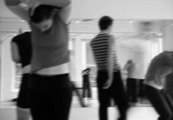 Dejas un kustību terapija